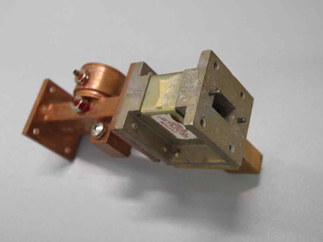 10 Ghz mocrowave circulator/isulator with trap